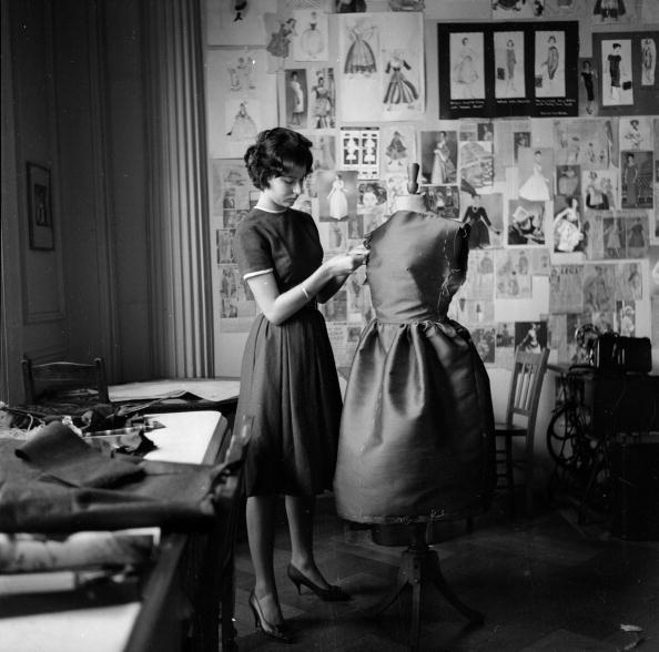 ������「Dressmaking」:写真・画像(10)[壁紙.com]