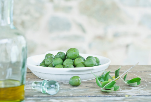 Tuscany「Italy, Tuscany, Magliano, Green olives in plate and jar of olive oil」:スマホ壁紙(17)