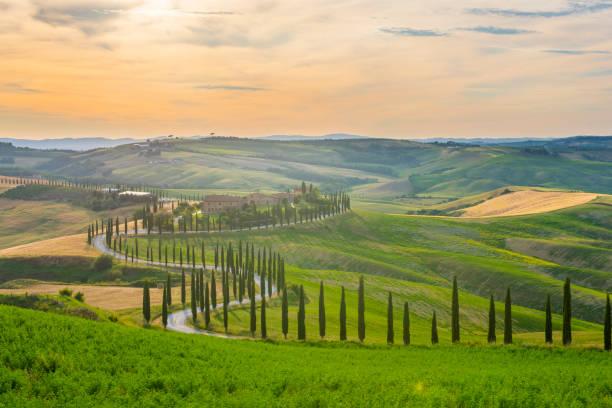 Italy, Tuscany, Val d'Orcia, Baccoleno farmhouse:スマホ壁紙(壁紙.com)