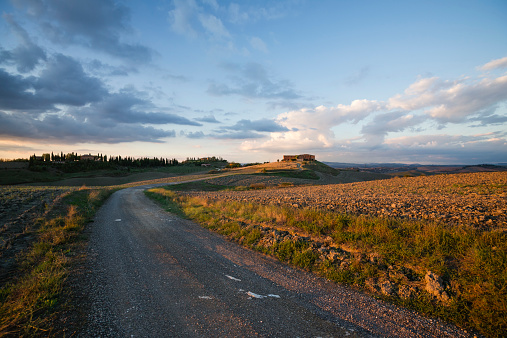 Empty Road「Italy, Tuscany, Siena Province, Crete Senesi, Landscape in the evening night」:スマホ壁紙(4)
