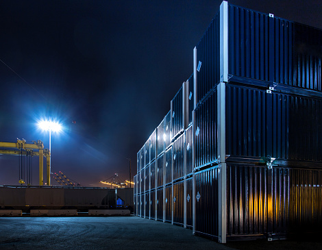 Long Beach - California「Stacked Shipping Containers in Dockyard at Night」:スマホ壁紙(10)