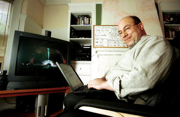 Silicon「Craig Newmark Working On Laptop」:写真・画像(0)[壁紙.com]