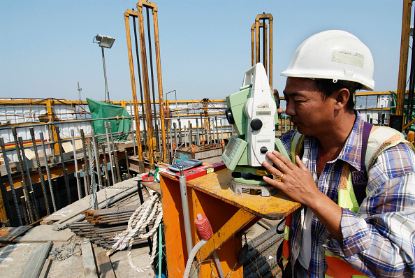 Industry「Surveyor working on pylon under construction at Stonecutters Bridge in Hong Kong」:写真・画像(19)[壁紙.com]