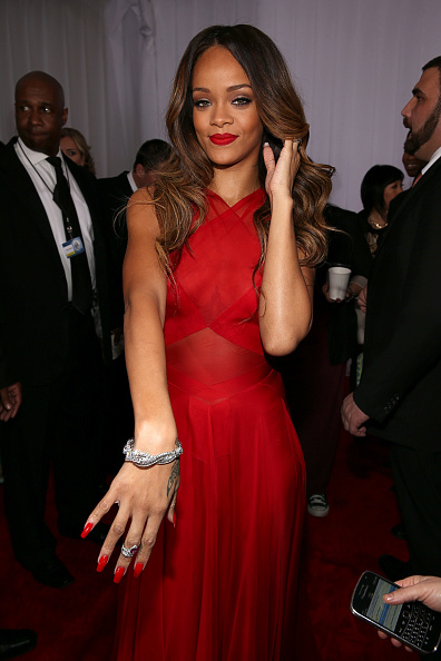Red Nail Polish「The 55th Annual GRAMMY Awards - Red Carpet」:写真・画像(2)[壁紙.com]