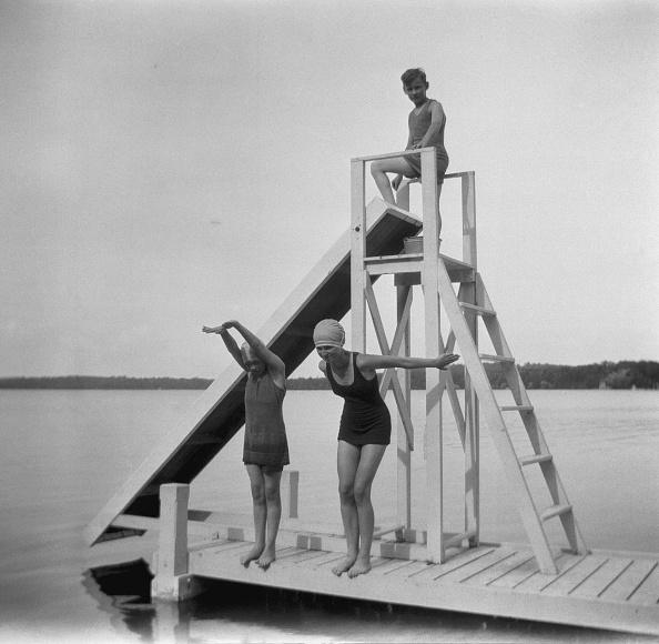 水着「Children Swimming Pine Lake」:写真・画像(10)[壁紙.com]