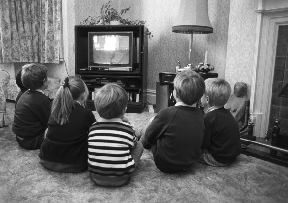 Monochrome「Children Watching TV」:写真・画像(10)[壁紙.com]