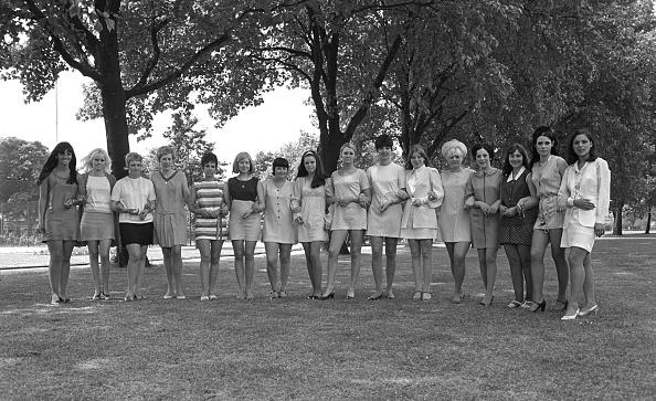 Mini Skirt「East End Girls」:写真・画像(18)[壁紙.com]