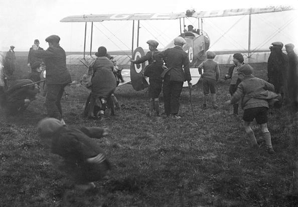 Irritation「Boys Chasing Biplane」:写真・画像(19)[壁紙.com]