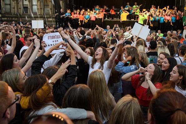 ベストオブ「Manchester Arena Bombing First Anniversary Tribute Takes Place In Albert Square」:写真・画像(16)[壁紙.com]
