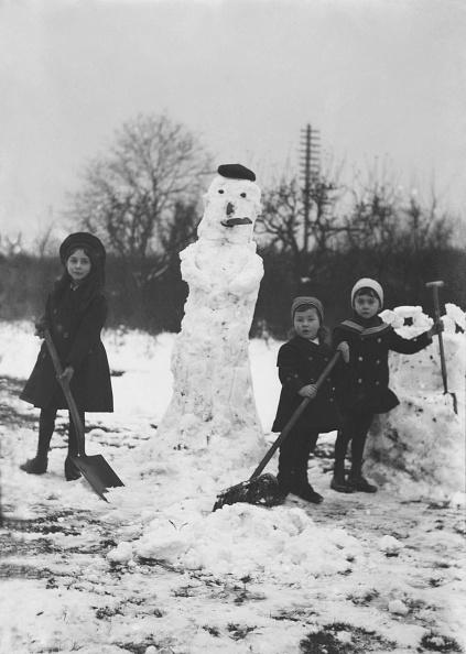 風景(季節別)「Children Building Snowmen」:写真・画像(17)[壁紙.com]