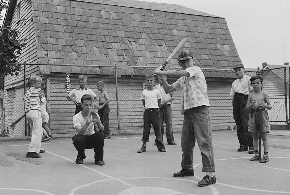 プレーする「Boys Playing Baseball」:写真・画像(14)[壁紙.com]