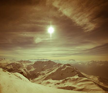 グルノーブル「高い山の風景に囲まれて日光浴」:スマホ壁紙(4)