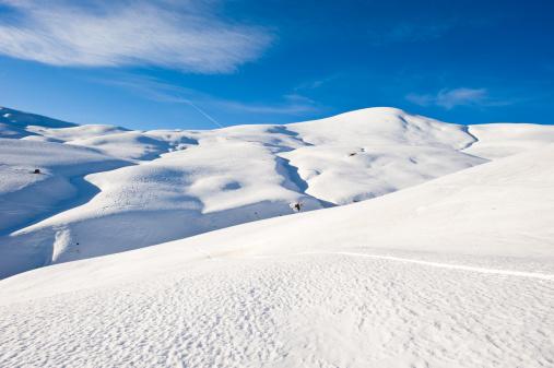 スキー場「高い山の風景に囲まれて日光浴」:スマホ壁紙(3)