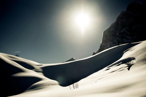 グルノーブル「高い山の風景に囲まれて日光浴」:スマホ壁紙(1)