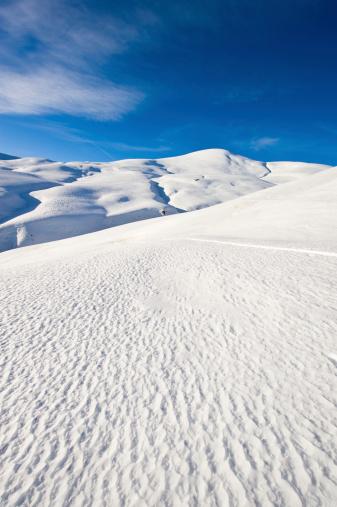 グルノーブル「高い山の風景に囲まれて日光浴」:スマホ壁紙(5)