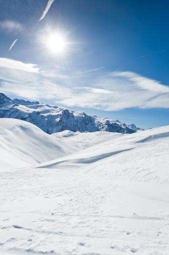 ラグラーブ「高い山の風景に囲まれて日光浴」:スマホ壁紙(3)