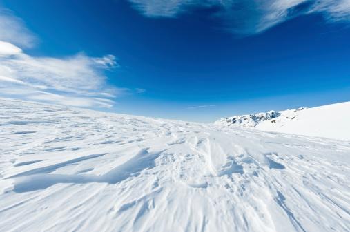 グルノーブル「高い山の風景に囲まれて日光浴」:スマホ壁紙(9)