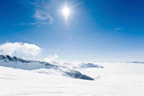 グルノーブル「高い山の風景に囲まれて日光浴」:スマホ壁紙(10)