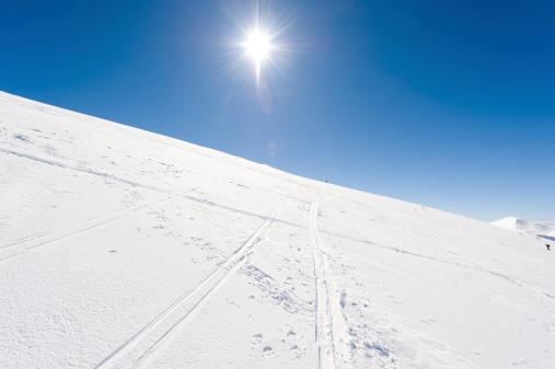ラグラーブ「高い山の風景に囲まれて日光浴」:スマホ壁紙(5)