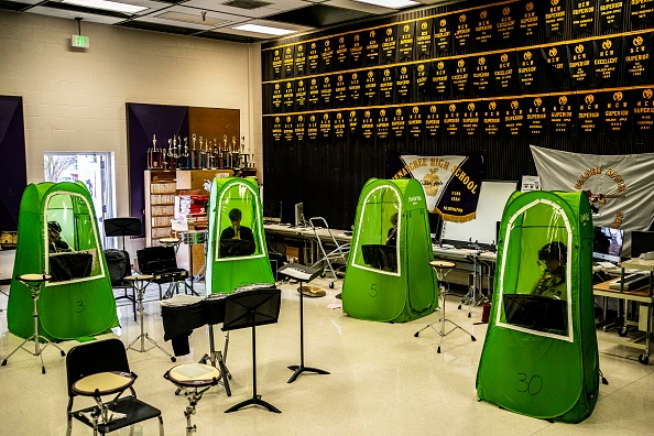 Washington State「School Band And Choir Members Practice In Tents As Students Return To Classrooms」:写真・画像(15)[壁紙.com]