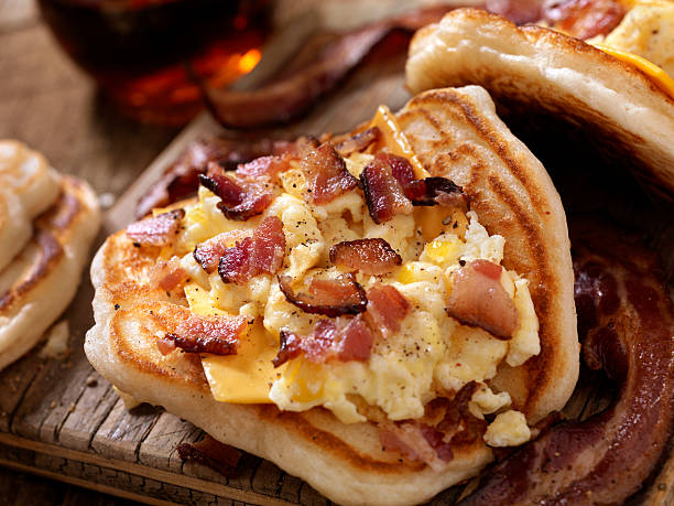 Pancake Breakfast Taco with Scrambled Eggs, Bacon and Cheese:スマホ壁紙(壁紙.com)