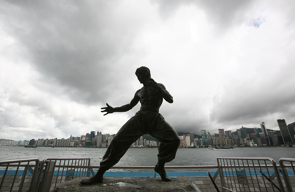 像「Bruce Lee Statue At Avenue Of Stars In Hong Kong」:写真・画像(18)[壁紙.com]