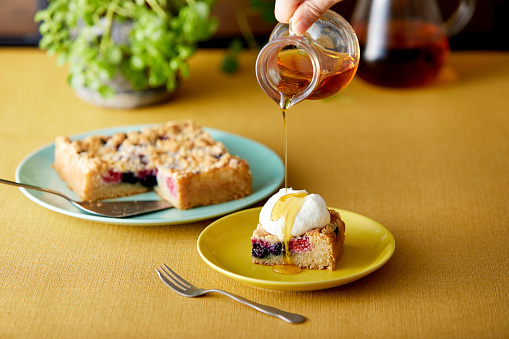 Maple Syrup「Drop maple on crumble cake with fresh cream.」:スマホ壁紙(5)