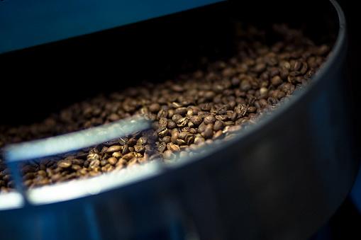 Coffee Roaster「Freshly Roasted Coffee Beans」:スマホ壁紙(13)