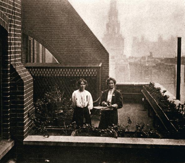 Hiding「Emmeline And Christabel Pankhurst British Suffragettes London 12 October 1908」:写真・画像(7)[壁紙.com]