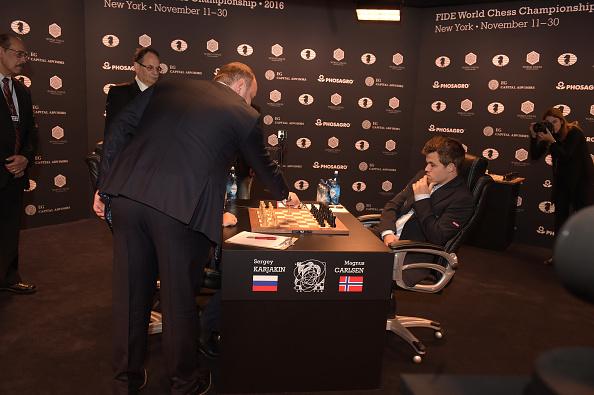 セルゲイ・カヤキン「2016 World Chess Championship - November 12」:写真・画像(18)[壁紙.com]