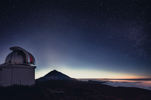 Astronomy「Spain, Canary Islands, Tenerife, Teide observatory at night」:スマホ壁紙(14)