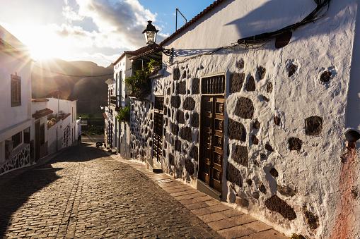 Atlantic Islands「Spain, Canary Islands, Gran Canaria, Old town of Santa Lucia de Tirajana」:スマホ壁紙(9)