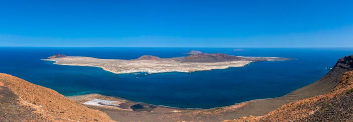 La Graciosa - Canary Islands「Spain, Canary Islands, Lanzarote, View from Mirador del Rio to La Graciosa」:スマホ壁紙(2)