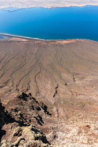 La Graciosa - Canary Islands「Spain, Canary Islands, Lanzarote, view on coast with lava flows from Mirador del Rio」:スマホ壁紙(14)