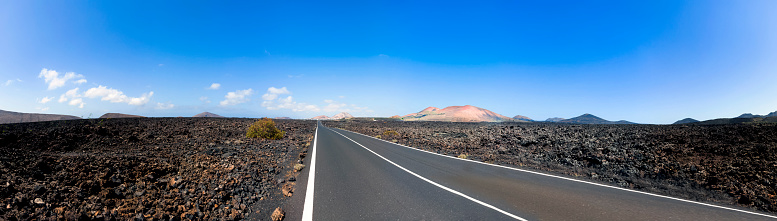 カルデラ「Spain, Canary Islands, Lanzarote, Tinajo, road through Timanfaya National Park」:スマホ壁紙(13)