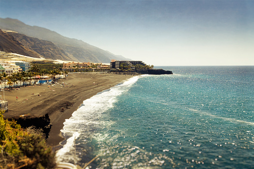Atlantic Islands「Spain, Canary Islands, La Palma, Hotels at Puerto Naos beach」:スマホ壁紙(6)