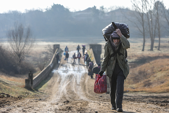 Refugee「Migrants Continue To Wait At The Turkish Greek Border」:写真・画像(15)[壁紙.com]