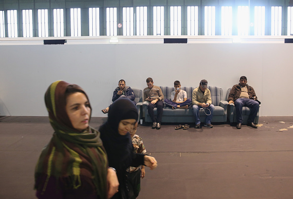 Smart Phone「Tempelhof To Expand Refugee Housing」:写真・画像(14)[壁紙.com]