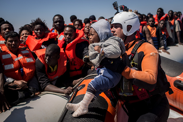Refugee「Search And Rescue Enters Peak Season For MOAS Operations」:写真・画像(16)[壁紙.com]