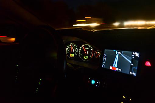 Pennsylvania「Dashboard of car on highway at night」:スマホ壁紙(17)