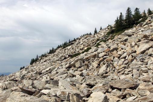 Steep「Stone slope of mountain」:スマホ壁紙(17)