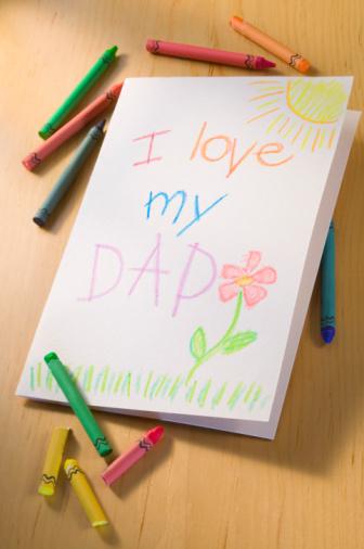 父の日「Crayons next to Father's Day card」:スマホ壁紙(7)
