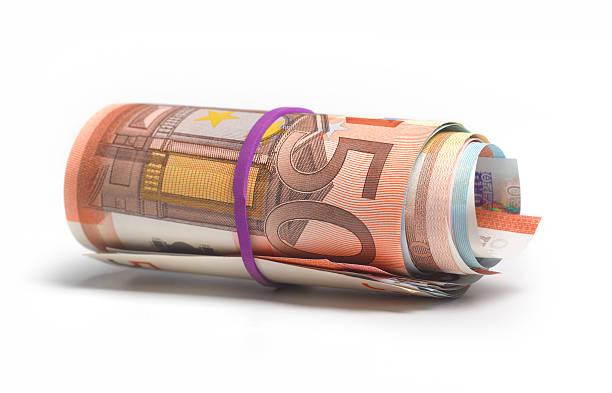 Roll of Euro bank nots:スマホ壁紙(壁紙.com)