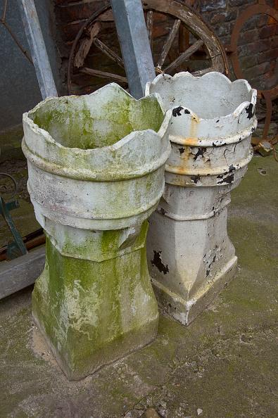 Clock Hand「Period chimney pots in salvage yard」:写真・画像(12)[壁紙.com]