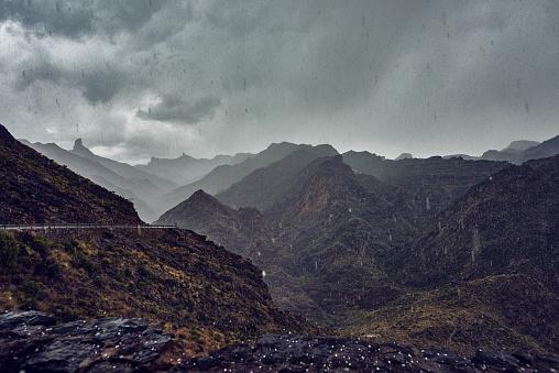 雨「雨が降って、寒いです。」:スマホ壁紙(7)