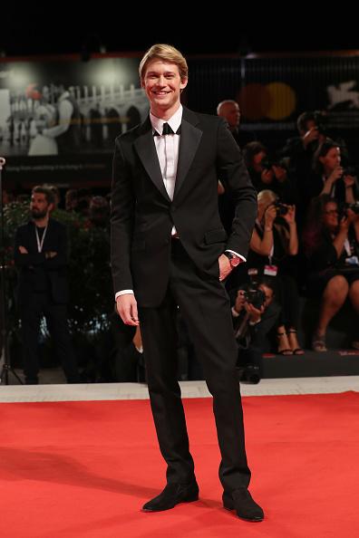 カメラ目線「The Favourite Red Carpet Arrivals - 75th Venice Film Festival」:写真・画像(11)[壁紙.com]