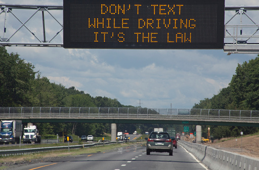Footbridge「don't text while driving, it's the law」:スマホ壁紙(13)