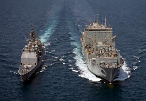 アラビア海「USS Cape St. George pulls alongside USNS Charles Drew for a replenishment at sea.」:スマホ壁紙(4)