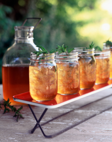 Ice Tea「Carboy and jars of iced tea outdoors」:スマホ壁紙(3)