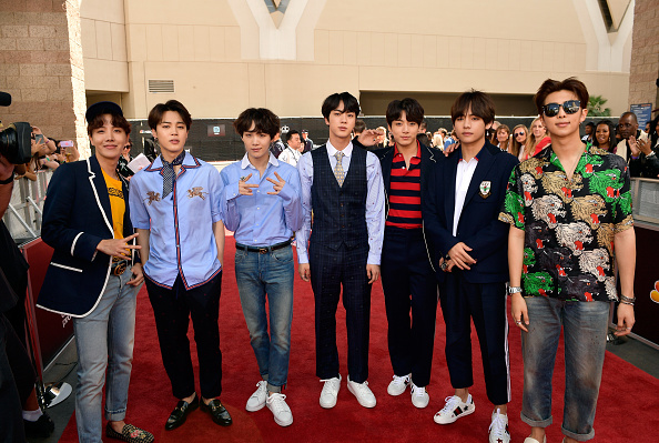 防弾少年団「2018 Billboard Music Awards - Red Carpet」:写真・画像(3)[壁紙.com]